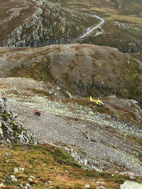 FALT: En mann falt fra brattsiden av Bitihorn lørdag ettermiddag og ble hentet med luftambulanse.