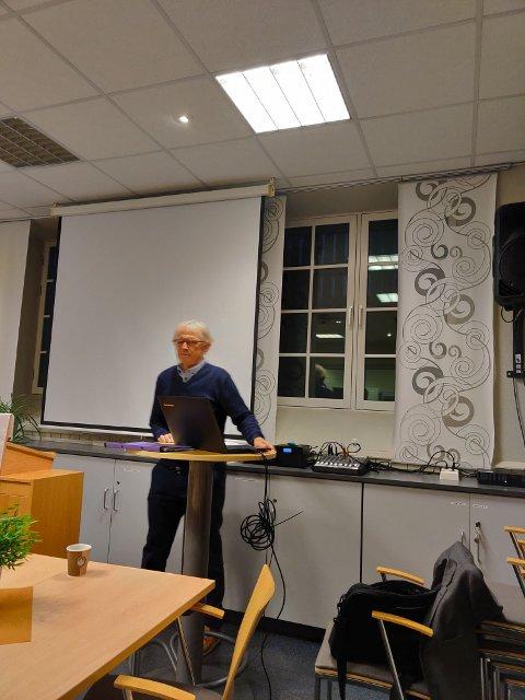 Styreleder i Styreakademiet Innlandet, Sigbjørn Hemstad innledet møte angående støtte/låneordninger som Innovasjon Norge har som virkemidler.
