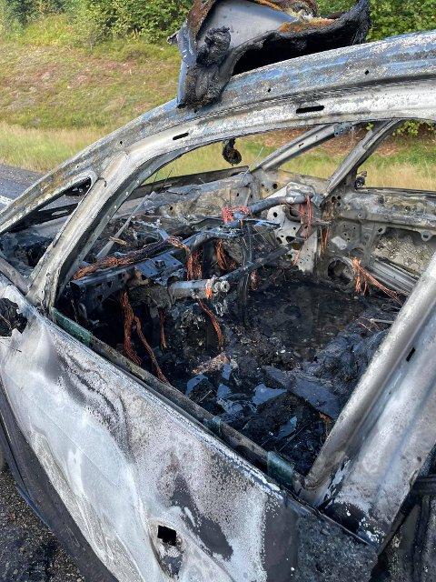 UTBRENT: Bilen ble totalt utbrent innvendig.