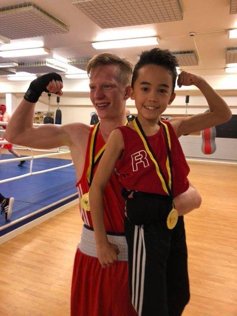 Martin Skogheim (17) og Christopher Pedersen (11) fra Armada Bokseklubb vant hver sin klasse i King of the Ring i Borås i helgen.