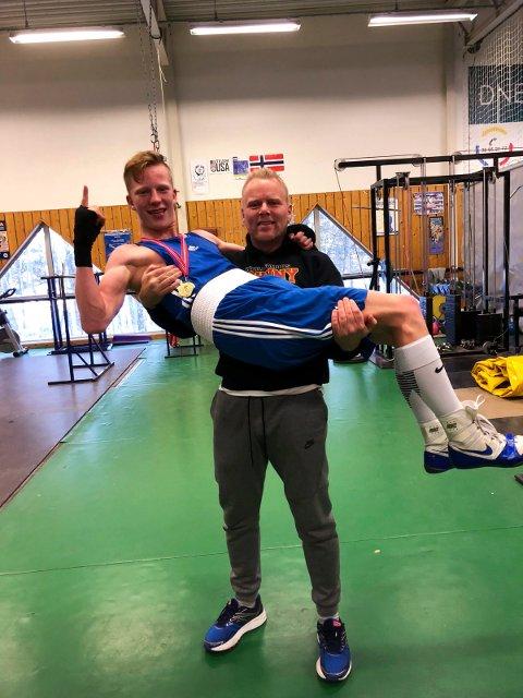 Martin Skogheim, her løftet av trener André Sollund, gikk til topps i junior-NM.