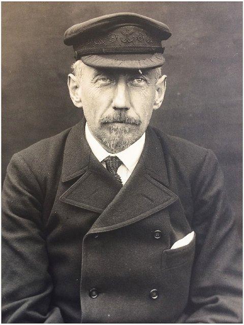 POLARFORSKEREN: Bilde av Roald Amundsen som ikke er publisert tidligere.