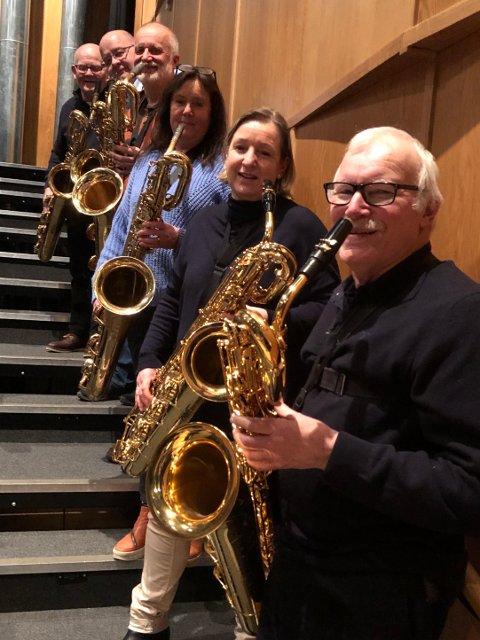 KLAR FOR Å SPILLE I SKI: Harald Bergersen, født i 1937, en nestor innenfor norsk jazz, saxofonist, klarinettist og fløytist – aktiv innenfor jazz og klassisk musikk.