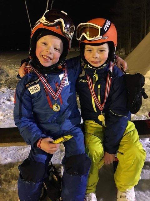 ENGASJERTE: Victor Østem Martinsen og Albert Jarål er to av dem som trives godt i bakken.