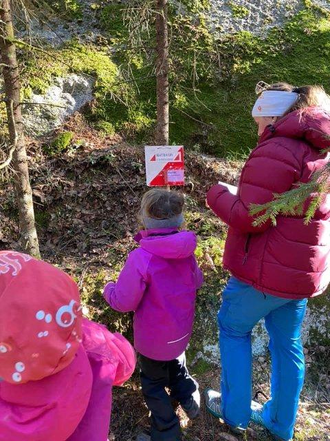UT PÅ TUR: God forebygging mot brakkesyke, skrev stortingsrepresentant Anne Kristine Linnestad fra Langhus da hun ble med barn og barnebarn på Skautraver-tur i helgen.