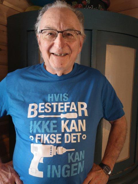 """BESTEFAR FISKER DET MESTE: Teksten på t-skjorta til Halvor Stormoen fra Kolbotn sier det meste: """"Hvis bestefar ikke kan fikse det, kan ingen. """""""