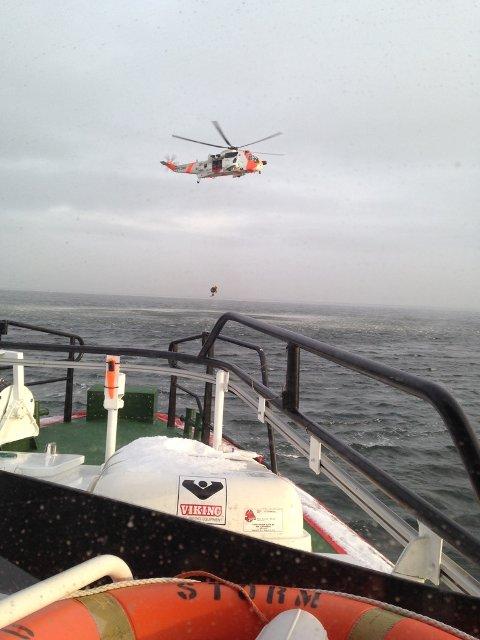 Torsdag hadde Redningsskøyta øvelse med Sea King-mannskapene på Rygge. Dette bildet er tatt på endag med litt mindre vind.