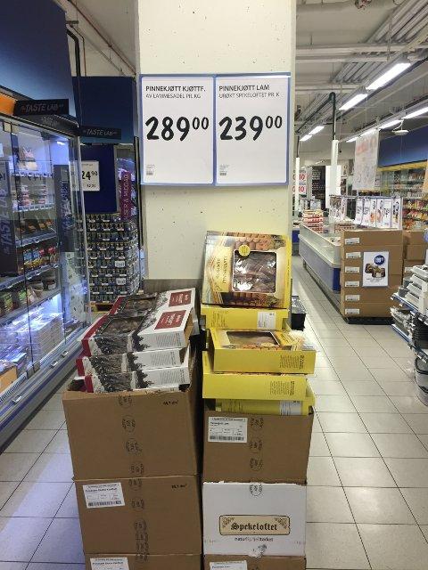 PINNEKJØTT: Prisen settes ned på alle julevarer nå, sier butikksjef på Rema 1000 Torshov.