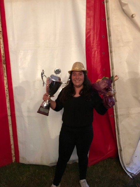 SEIER OG SEMIFINALE: Lina Maria Holt vant i Danmarks største Motorsport festival i Sæby på Ørnedalsbanen.