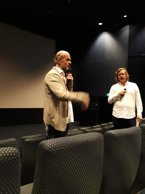Kristian Bålsrød under forsnakket med filmregissør Erik Poppe til filmen i Matinéklubben i Bølgen på søndag.