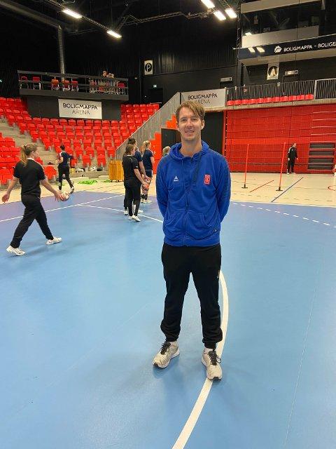 VIL UTFORDRES: Lars Wallin Andresen liker at spillerne setter krav og stiller spørsmål. Det får han fra klubbens nyeste spiller.