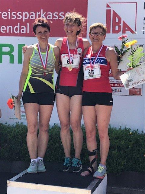 Angela Muller vant foran Evelyn Gehna, mens Heidi Barth tok tredjeplass i veteranstevet med skinne på beinet.