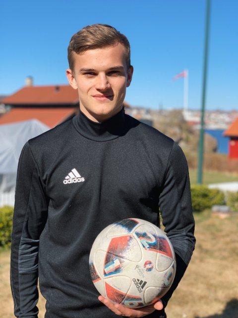 BEST MED BALL: Kornelius Normann Hansen kommer hjem til en klubb som er kjent for underholdende fotball og satsing på unge spillere: - De har en spillestil jeg liker, og bruker den posisjonen jeg liker aller best, sier han om tierrollen bak spissen.