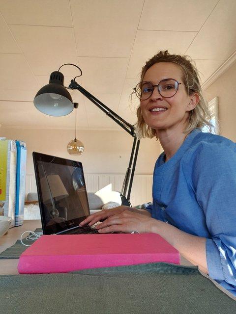 HJEMMEKONTOR: Magrit Tholfsen har også fått anledning til å flge sine egne råd på sin arbeidsplass hjemme.