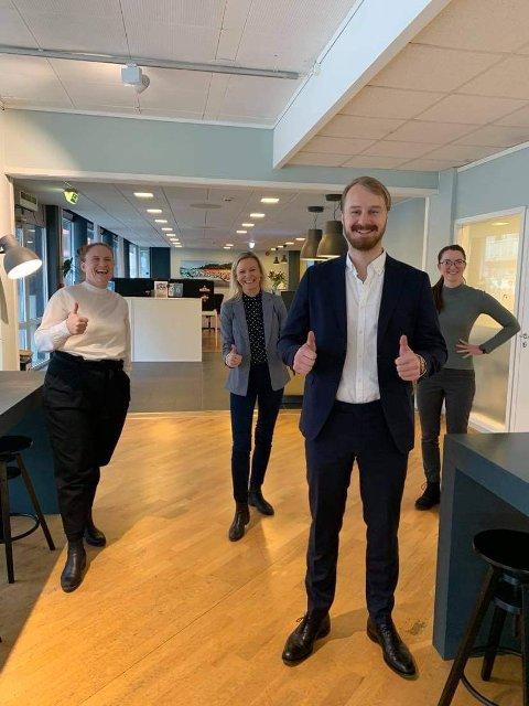 KOBLE: Nicolay Ingebrigtsen skal koble gründere og investorer i hele Vestfold sammen for å få fart på flere gode forretningsidéer. En av initiativtakerne er Gillian Hockly ved Colab i Larvik (t.v.). (Foto: PRIVAT)
