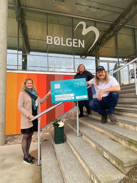 Marit Klewe kom med 58.000 kroner fra Sparebankstiftelsen, til Larvik kunstforenings og Kristians Bålsrød prosjekt i forbindelse med byjubileet i september.