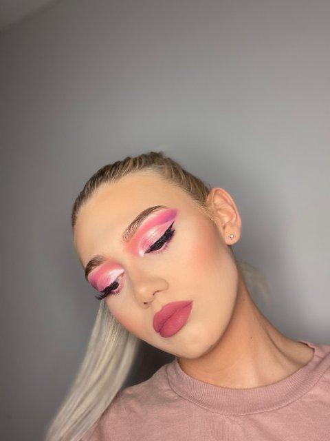 DRØMMEN: Kimberly drømmer om en karriere innen makeup.