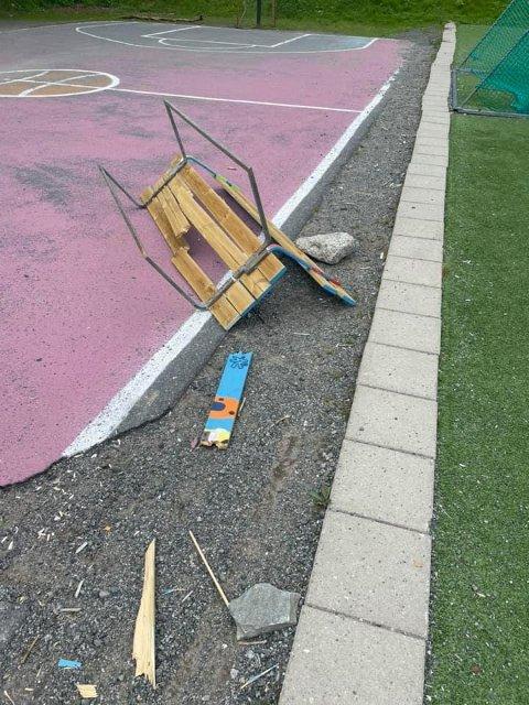 VENNEBENKEN: Slik så benken som elevene har laget ut.