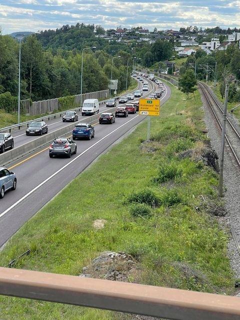 KØ: Det er tett trafikk forbi Porsgrunn søndag.