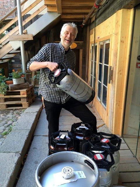 UTMERKER SEG: Stein Rune Høines' Gullkorn Ølbar i Hamar trekkes fram som et av de beste skjenkestedene i fylket i en ny ølbok. (Foto: Bjørn-Frode Løvlund)