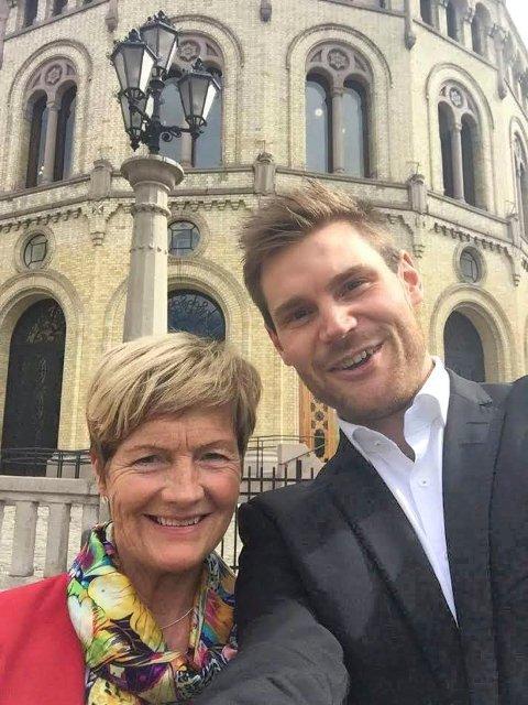 FORNØYDE: May Tove Dalbakk og Nils Kristen Sandtrøen er glade for støtten til arkivutdanning.