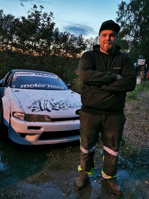 DRØMMEJOBB: Marius Fossheim fra Ljørdalen har fått drømmejobben som mekaniker for produsentene av den skandinaviske utgaven av  tv-suksessen Top Gear.