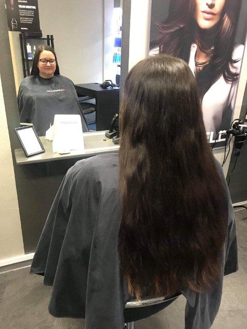 LANGT: Sidsel Øverbys hår var langt og vel så det da hun donerte håret sitt.