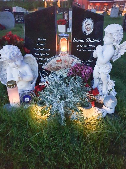 SONIAS GRAVSTED: Moren Halala og resten av familien tenner lys her og samles så ofte de kan. På årsdagen for Sonias død, 2. oktober, skal hele storfamilien og venner fra hele Skandinavia samles.