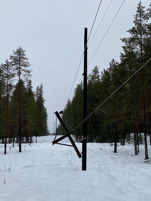 ÅRSAK: Her er grunnen til at 93 husstander var uten strøm søndag formiddag. Montørene jobber med at de siste 12 husstandene skal få tilbake strømmen.