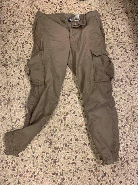 GAMMEL BLE TIL NY: En helt ny Fjällräven-bukse til flere tusen kroner ble byttet ut med denne slitne buksa.