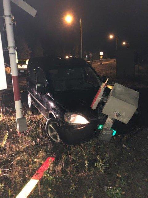 MISTENKT FOR PROMILLEKJØRING: En mann i 30-åra er mistenkt for promillekjøring på Flisa i natt, etter å ha kjørt inn i bomanlegget ved Flisa stasjon.