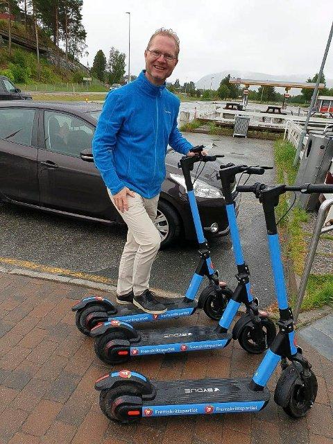 FORSVARER ELSPARKESYKLENE: Stortingsrepresentant Tor André Johnsen (Frp) forsvarer de omstridte elsparkesyklene.