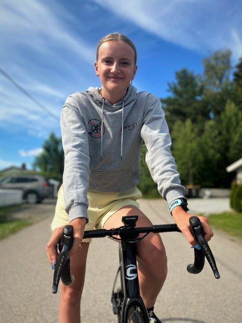 TIL NEDERLAND: Emma Risnes (17) fra Elverum er klar for sitt første virkelig store internasjonale ritt. Hun skal representere Norge i Nederland den første helgen i september.