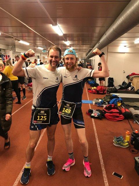 HARDHAUSER: Å løpe i 24 timer virker kanskje ikke forlokkende på de fleste, men for Caspar Rieber-Mohn og John Frisli Jahre er det bare gøy.