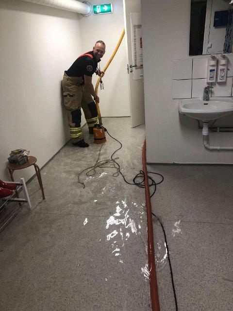 Styrtregnet i morges skapte problemer flere steder på Tjøme og Brøtsø. Allerede halv åtte til morgen fikk Vestfold Interkommunale Brannvesen den første telefonen om dette.