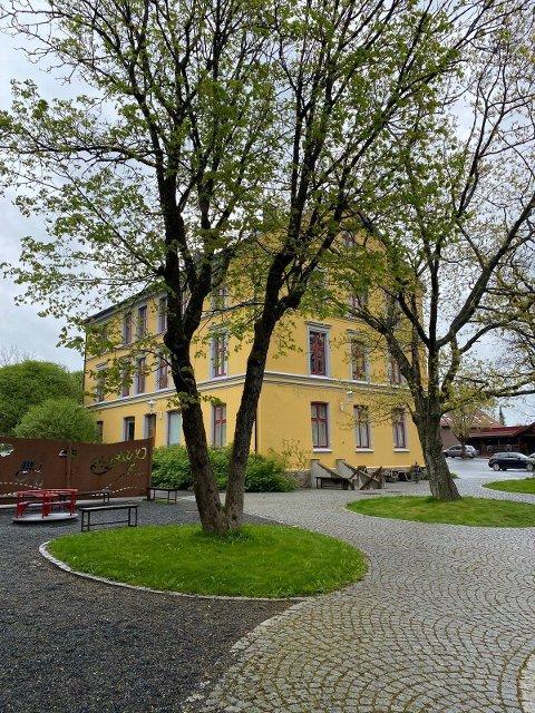 SELGES: Liensgården ligger ute på Finn.no for 8 millioner kroner.