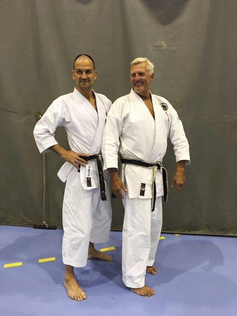Gradert:  Håkon Fredriksen (t.h.) har nå svart belte 6. Dan i karate.