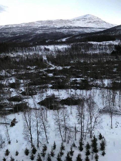 """STORE ØDELEGGELSER:"""" Ylva"""" har ført til store ødeleggelser i Troms. Her er et bilde fra Salangsdalen fra Troms Kraft Netts helikopterbefaringer på fredag."""