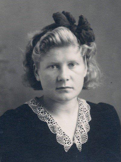 Molla Jakobsen (født Birgit Gruben)