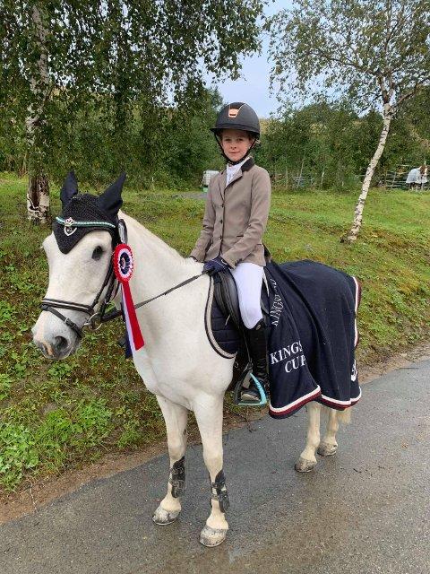 TIL TOPPS: Lilly Hiller og Caspers Way tok 1. og 2. plass i LA Ponni under helgas Trondheim Horse show.