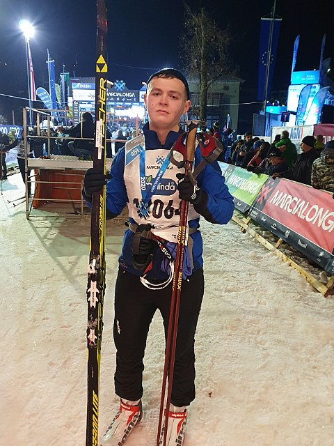 En sliten, stolt og rørt Marius Leiråmo i mål etter 70 kilometer i Italia. Foto: Privat