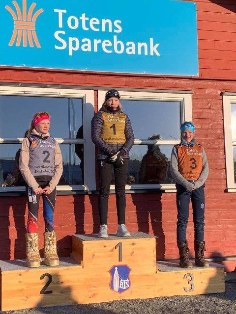 Kristine Sandstedt Ingebrigtsen øverst på pallen.