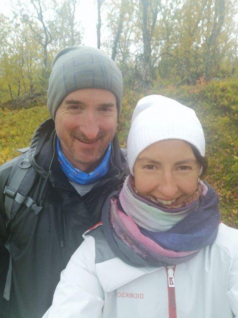 Eli Anita Åstrøm og Kristian Aas tok bena fatt, og gikk hjem til Grønfjelldal, når bruen forsvant og stengte dalen av fra omverden.