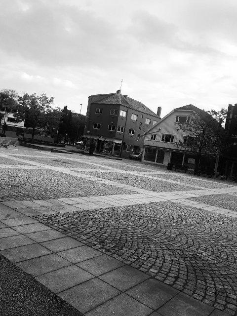 Øde torg og tomme gater