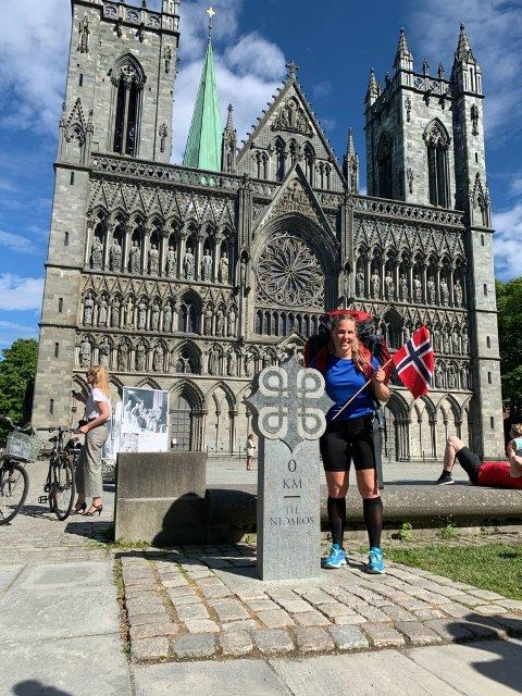 FREMME: Etter 400 kilometer og 17 dager til fots, var Tina Engan (28) framme i Trondheim søndag.
