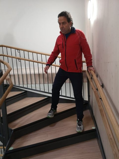 UREINT TRAV: Etter tøffe fjellturer i Bergen var Asle Berteig skrøpelig til å gå nedover trapper.