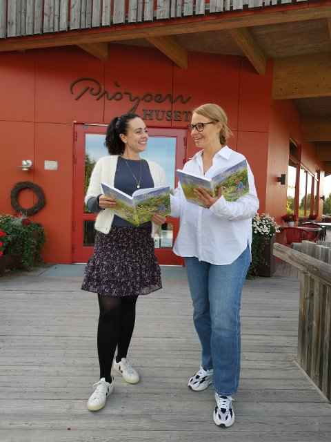 Sanggruppetilbud: Kulturrådgiver Jenny Andresen Djupvik og formidler Janne Hatterud, begge med arbeidssted på Prøysenhuset, ønsker sangere til sanggruppa Himmelblå.