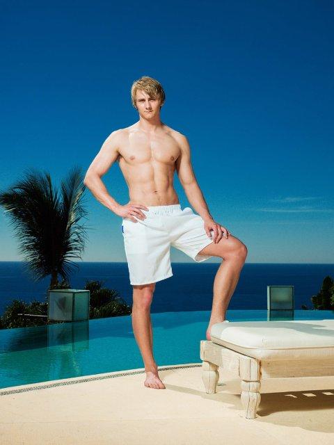 Jonas Opsahl har sjekket inn på Paradise hotel. I mars kommer han på skjermen.