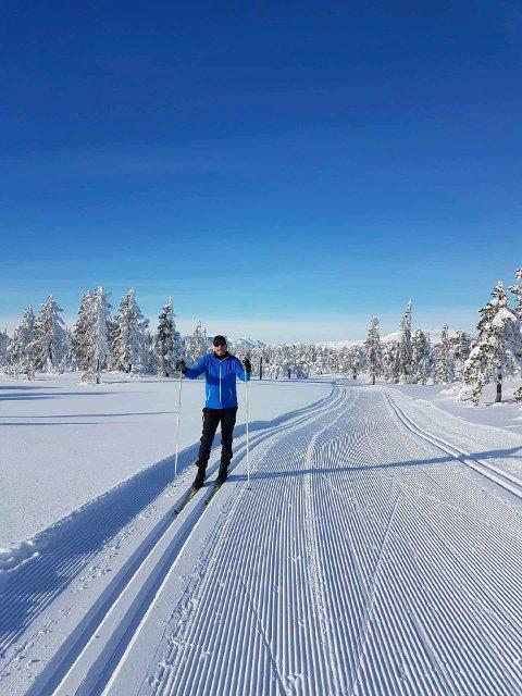 Suverent gode forhold for skigåing på Vikerfjell.