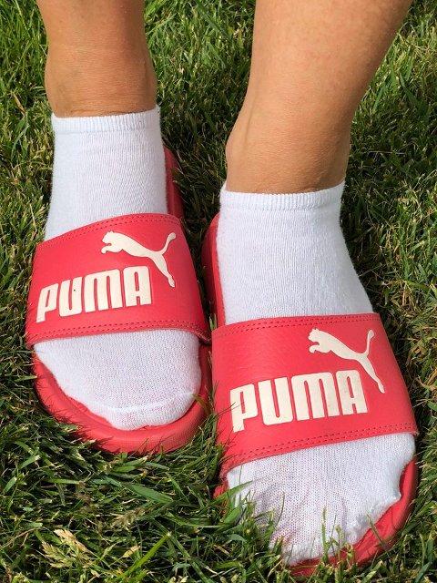 Sokker i sandaler er teit, men greit, mener Nora.